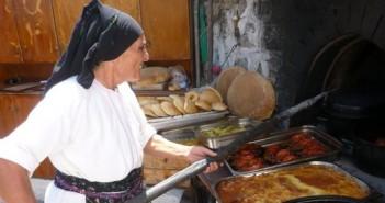 donna cucina greca