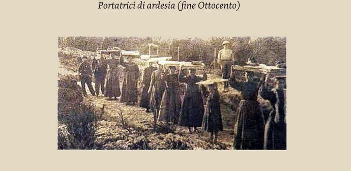Donne portatrici di ardesia in un'immagine di fine ottocento