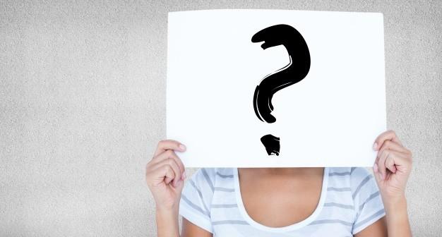 donna-con-un-segno-in-faccia-con-un-punto-interrogativo_1134-555