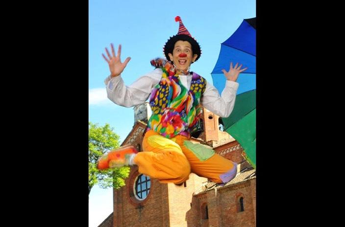 9e83f0a87b6daa Clown-Revolution-Ginevra-Sanguigno-Gin-clown-jump-TeatroOutOff-